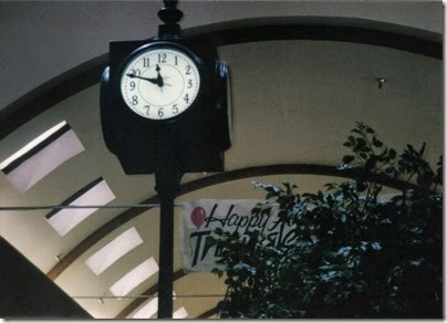 01 Triangle Mall Clock in November 1995