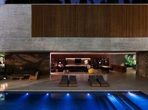 iluminacion de piscinas modernas