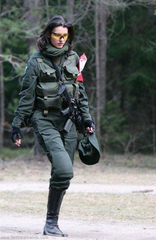 gatas armadas mulheres lindas com armas sexys sensuais desbaratinando (1)