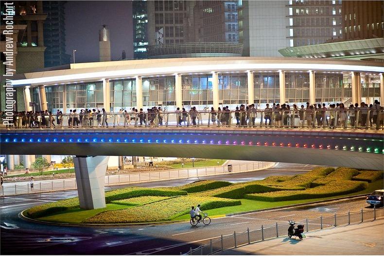 lujiazui-pedestrian-bridge-2
