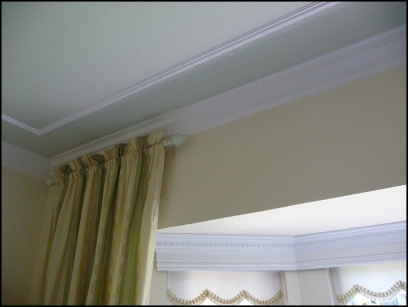 spice cupboard and living room molding 007 (800x600)