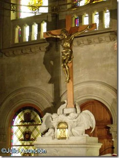 Crucificado y ángeles - Capilla de los Hospitales