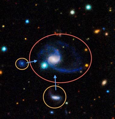 galáxia GAMA202627 e suas duas galáxias satélites