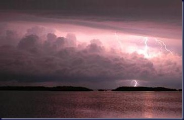 storm_squall_thunder_Florida_Keys-581x381