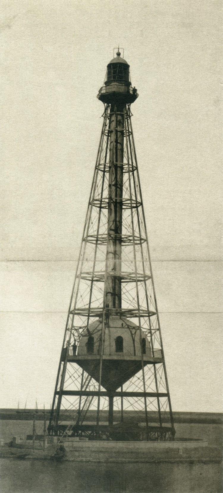 Faro de les Boques de LÉbre.C. 1867. Jose Martinez Sanchez. Del libro De Paris a Cadis.Calotipia y Col-lodio.jpg