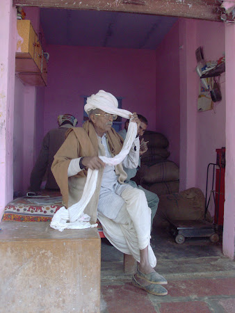 Imagini India: cum se face turbanul