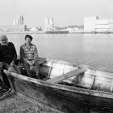 La famille de Bernard Selve sur un couralin à l'identique de celui sur lequel les naufragés ont dérivé