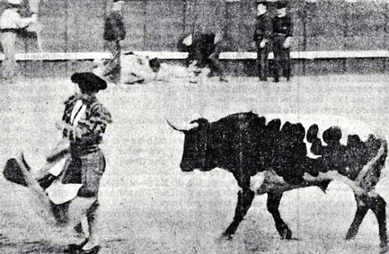1911-07-02 (p.3 El Toreo) Bienvenida remata un quite