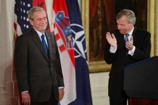 George-W-Bush-Funny-Pics-10-520x346