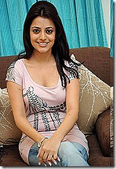 Nisha-Agarwal-hot-sitting