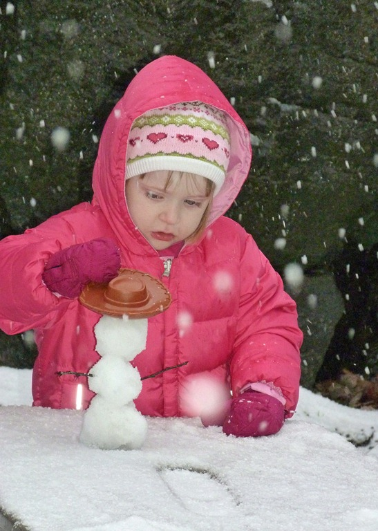 [Caitlin-and-Vivi-in-Snow-14.jpg]