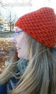 Knittingpattern on an orange super bulky cap with structure