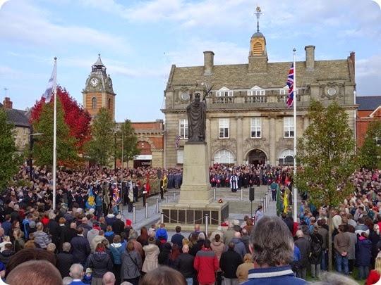 Remembrance service at the Britannia Memorial on Municipal Square (1)