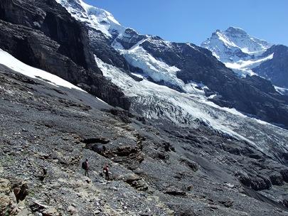 06-Rotstock Abstieg mit Kulisse
