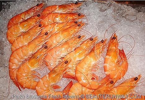 PARKROYAL HOTEL BEACH ROAD PLAZA BRASSERIE BUFFETS Fresh prawns