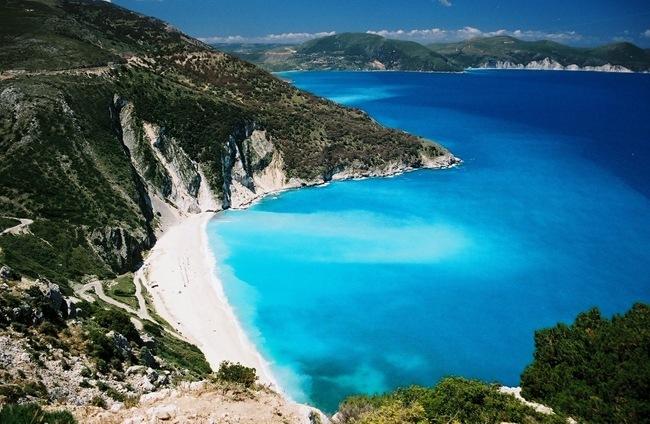 9 γαλάζιες σημαίες για την Κεφαλονιά – Δεύτερη στον κόσμο η Ελλάδα
