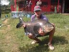 Rodrigo e um tambacu de 24 quilos no Pesq. Montenegro