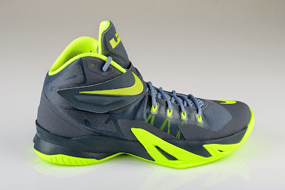 nike zoom soldier 8 gr grey volt 4 01 New Photos: Nike Zoom LeBron Soldier VIII Dunkman