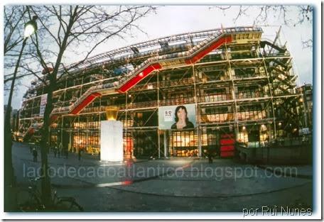 Imagem do Centro Pompidou, Paris, no inverno de 2001