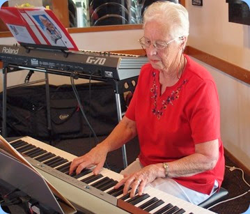 Dorothy Waddel playing the Club's Korg SP-250. Photo courtesy of Dennis Lyons