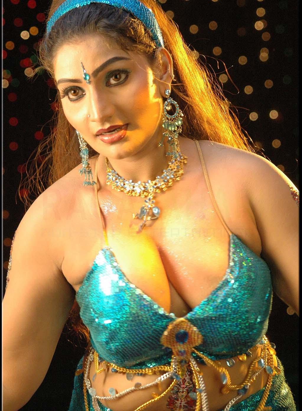 Displaying 20> Images For - Mallu Actress Hot Photos...