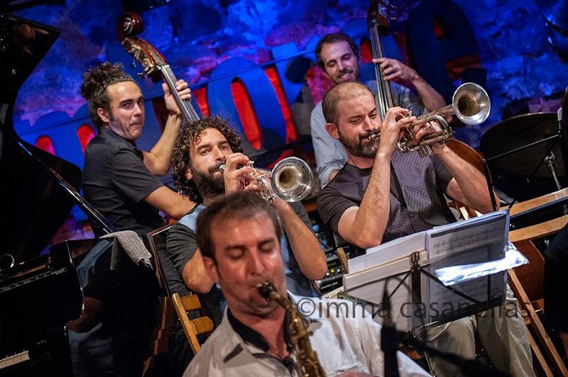 Alejandro Granados i Marc Cuevas (contrabaix) amb Julián Sánchez i Pol Padrós (trompeta) i Oriol Fontclara (saxo alt), Barcelona 26-8-2014