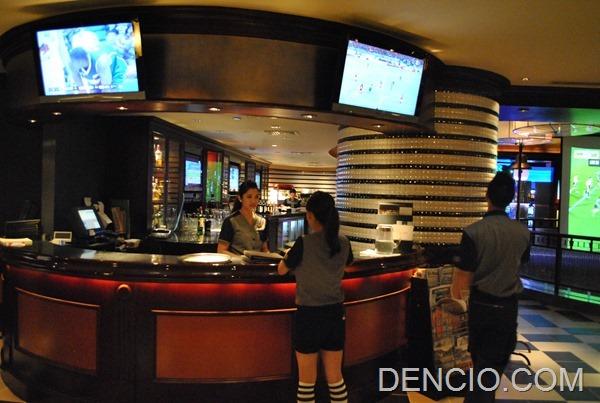 Snaps Sports Bar Sofitel Manila 16