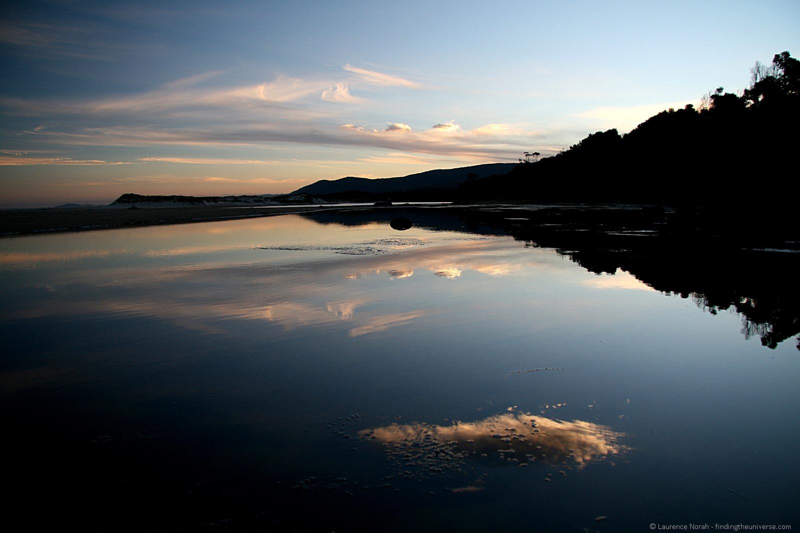 Nube riflessione spiaggia laguna Tasmania