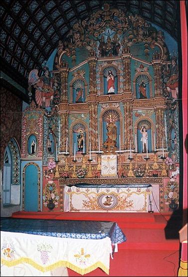 Palayoor Interior Altar