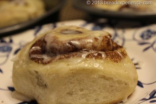 sourdough-cinnamon-rolls_011
