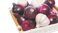 418721-onions-and-garlic