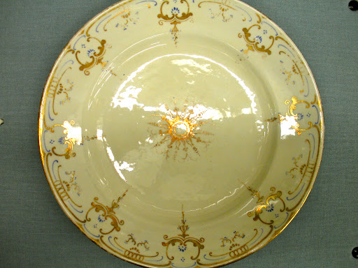 The artistry on this plate is magnificent. The mix of cream, gold and blue works so well.