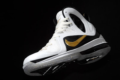 nike lebron 9 ps elite white gold home 9 07 kenlu LeBron 9 P.S. Elite White/Gold (Home) & Black/Gold (Away)