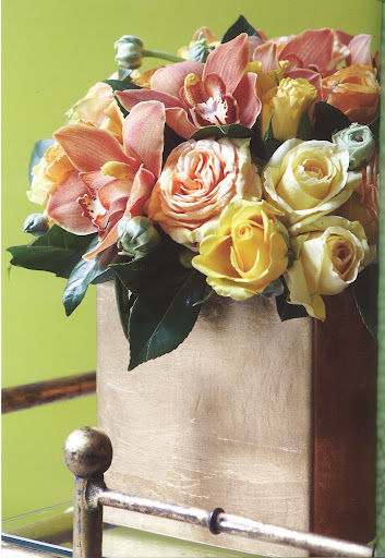 Look at this gold-lacquered vase with roses, ranunculus and orchids. Gorgeous!