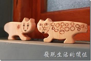 台南-PianoPiano。兩個窗台上各有兩隻小貓,不過小貓的樣式各有千秋。