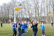Schoolkorfbaltoernooi ochtend 17-4-2013 010.JPG