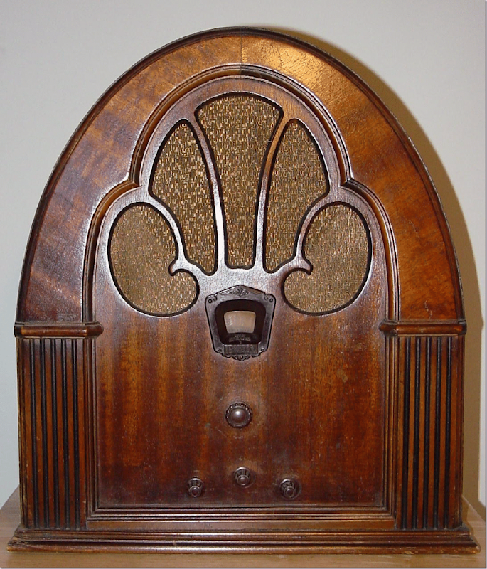 Philco Model 70 Baby Grand Cathedral Radio (1931)