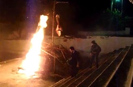 Το κάψιμο του Ιούδα στα Μονοπολάτα (video)