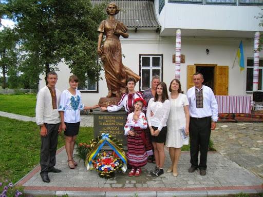 Відкриття пам'ятника Марійці Підгірянці у Білих Ославах