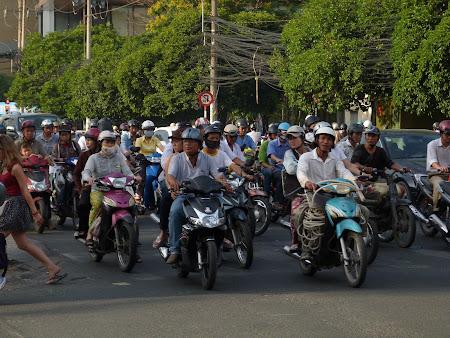 152. motociclisti Saigon.JPG