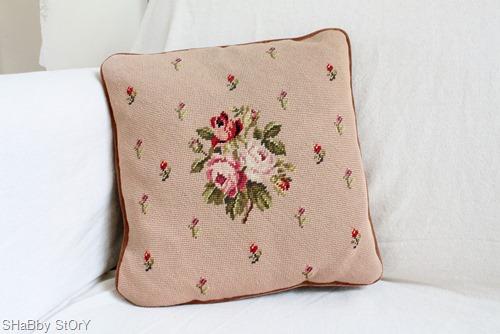 057needlepoint-pillow-web