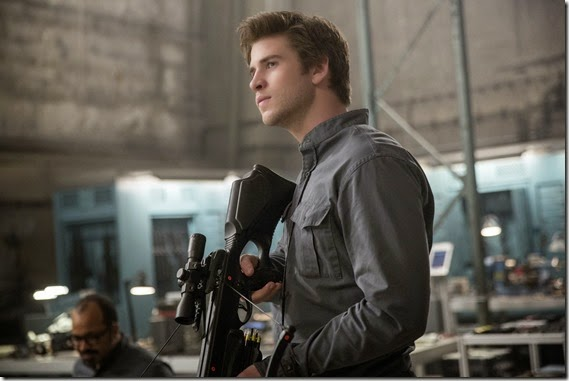 liam hemsworth in mockingjay part1 (1)