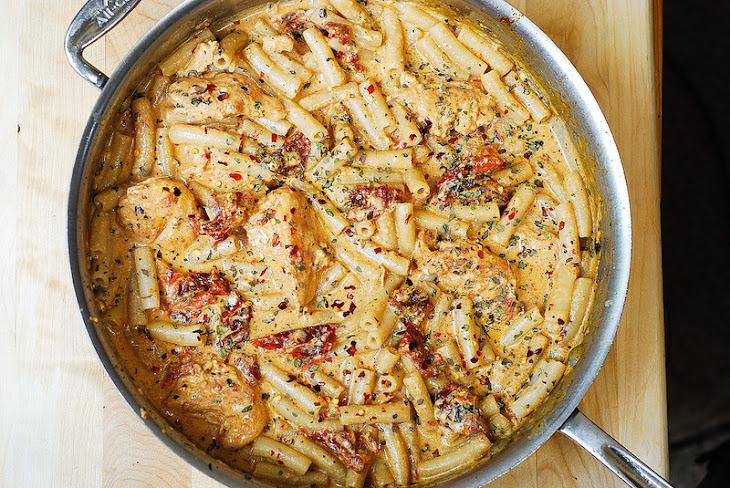 Chicken Mozzarella Pasta with Sun-Dried Tomatoes Recipe | Yummly