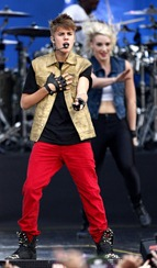 Justin-Performing-at-MTV-World-Stage-live-in-Malaysia-justin-bieber-31468460-1496-2560