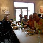Nous déjeunons sur place . à gauche, Birgitta, à droite Lars, puis Colette et Dorthe et mari .
