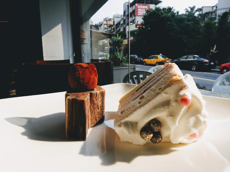 哈亞極品咖啡 Haaya's Coffee 生泥炭巧克力 + FuaFua 戚風蛋糕.jpg