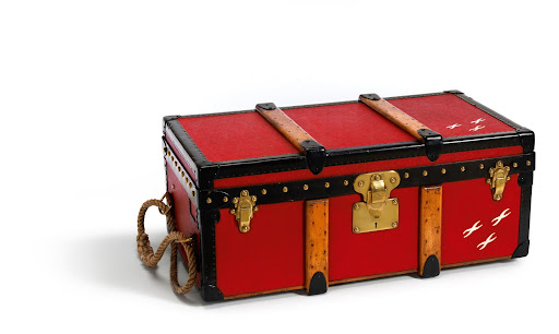 Here is a picture-perfect photography trunk that was requested by Albert Kahn.