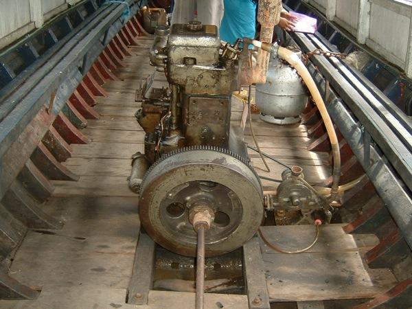 Motor com eixo descoberto