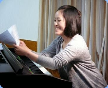 Kuniko Nakatani played the Clavinova as a straight Grand Piano and superbly it might be said! Photo courtesy of Dennis Lyons.