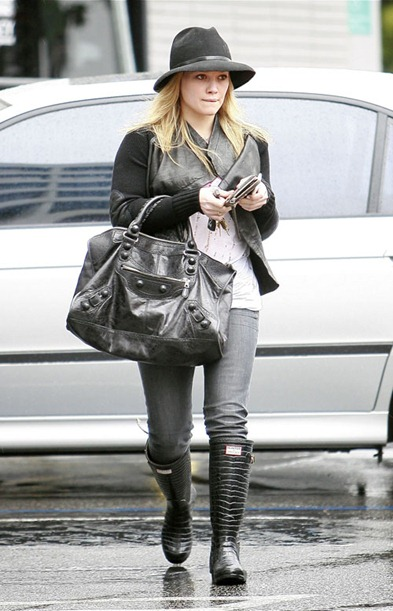 Hilary Duff Visiting Medical Building In Brentwood